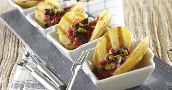 Bouchées de pommes de terre Pompadour grillées, tomates & olives