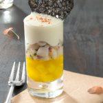 Verrines de mousseline de pommes de terre Pompadour, tartare de St Jacques & gelée safrannée