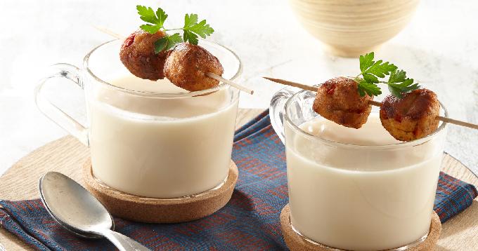 Soupe de pommes de terre Pompadour aux herbes & beignets de crabe